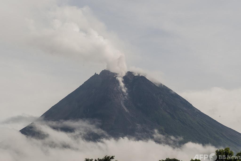 ムラピ山が岩石噴出 インドネシアで最も活発な火山