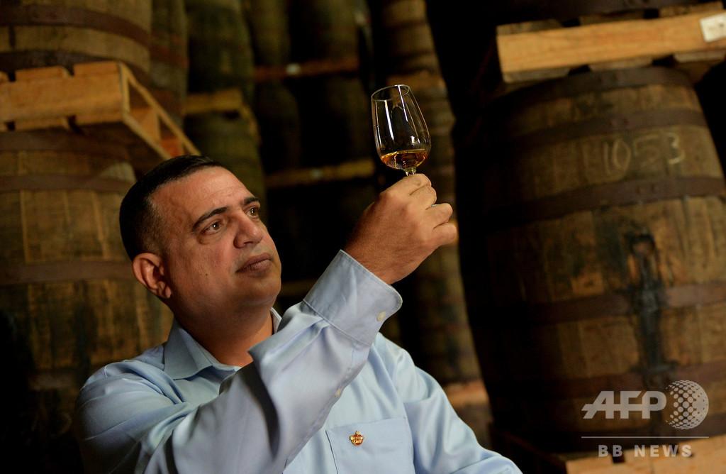 伝説のキューバ産ラム酒めぐる仁義なき戦い 「本家」はどっち?【再掲】