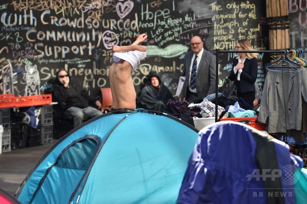 シドニー中心部にホームレスのテントがずらり、対策めぐり論争も