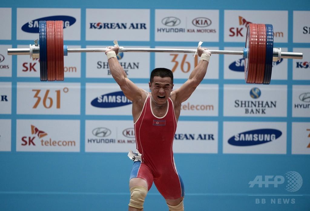 北朝鮮選手、男子重量挙げ56キロ級世界新で金 アジア大会
