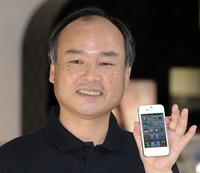 iPhone 4S発売、日本やオーストラリアで長蛇の列