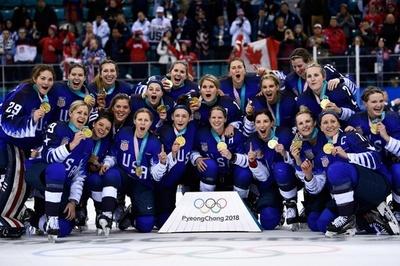 米国がアイスホッケー女子で20年ぶり金、4連覇中のカナダを下す