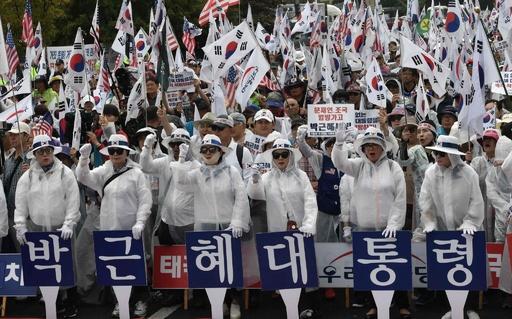 朴槿恵前大統領の支持者ら、ソウルの最高裁前で釈放求めるデモ