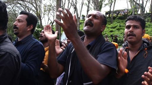 動画: インドのヒンズー教寺院、女性参拝阻止の集団が警察と衝突