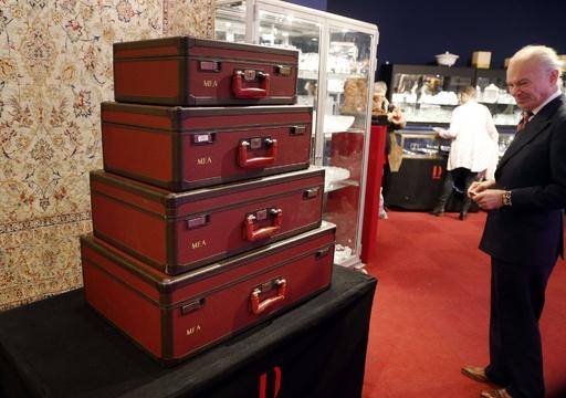 「ルイ・ヴィトン」の限定スーツケースなど約1000点がオークションに