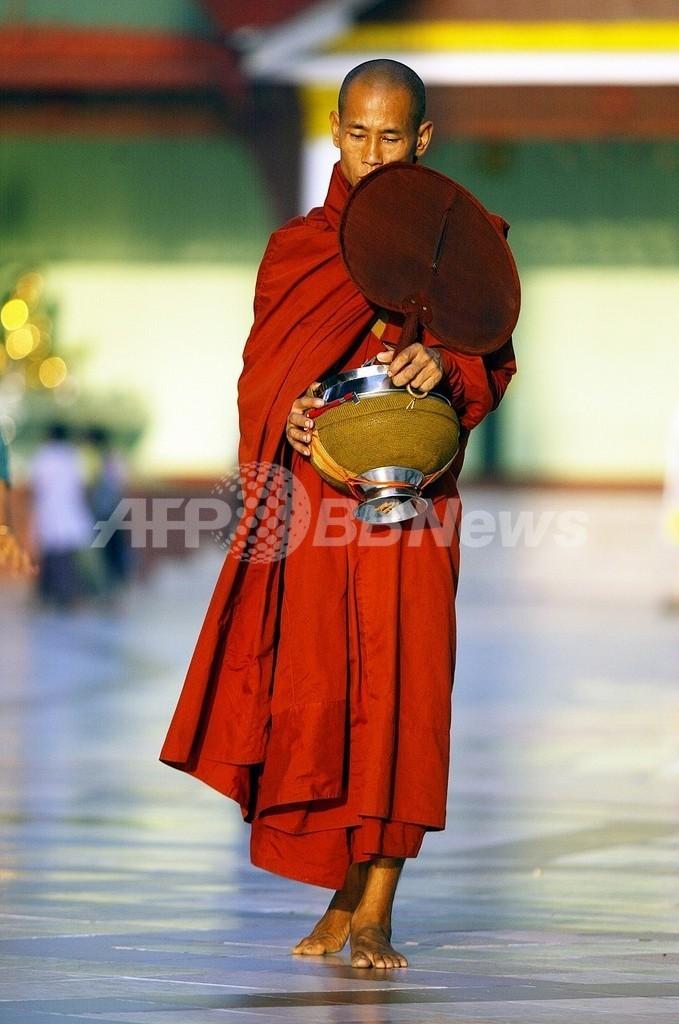 ミャンマーで仏僧数百人が、民兵20人を人質に