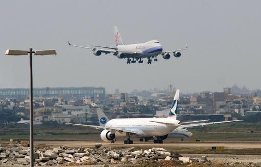 台湾、中国の新たな航路設定に反発