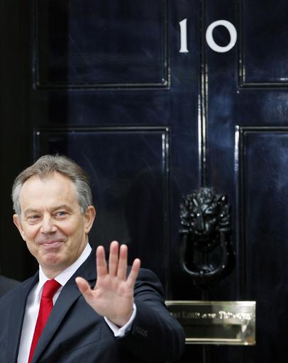 ブレア英前首相の回顧録出版決定、ブラウン現首相との「確執」明らかに?