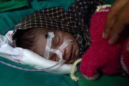 墓に生き埋めの印女児、病院で回復中 地元政治家が養育の意向