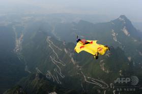 中国・天門山でウイングスーツジャンプ、カナダ人男性死亡