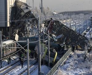 トルコ首都で高速鉄道事故 7人死亡46人負傷