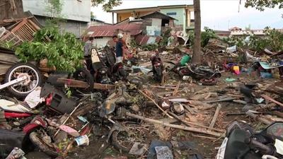 動画:インドネシアのM7.5地震・津波 死者384人、重傷者は約540人