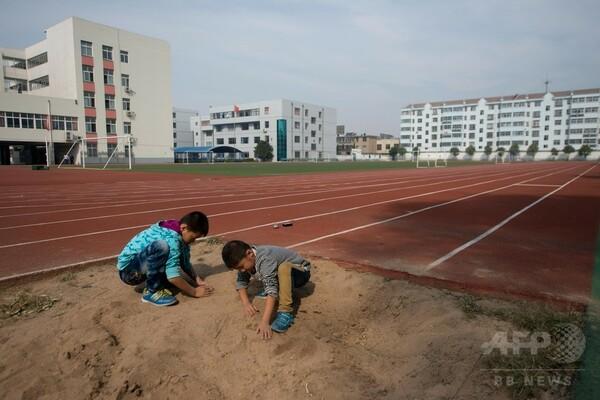 北京の小学校で児童ら体調不良、校庭を調査へ