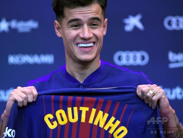 コウチーニョの移籍完了、「夢」のバルサでタイトル獲得を誓う