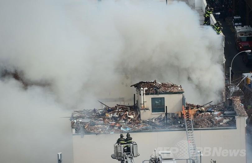 マンハッタンでビルが爆発、3人死亡 ガス漏れか