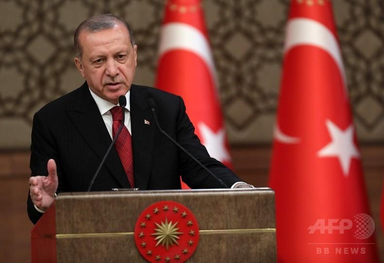 トルコのエルドアン大統領が就任宣誓、権限集中に批判も 財務相は娘婿