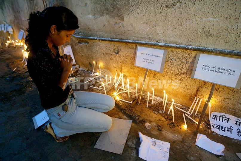 インド連続爆発事件、ろうそくともし犠牲者追悼
