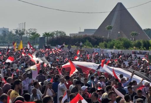 エジプトでまた反政権デモ、大統領支持者によるカウンターデモも
