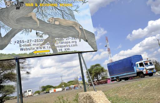 移民42人がトラックの中で窒息死、タンザニア