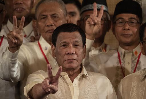 子どもへの体罰禁止法案、ドゥテルテ大統領が署名を拒否 フィリピン