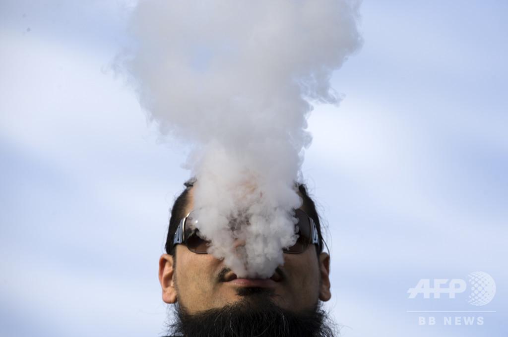 トランプ氏、電子たばこ禁止を先送り 大統領選への影響を懸念