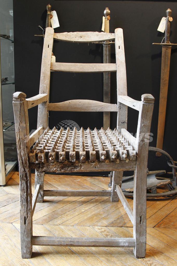 「最後の処刑人」の拷問器具コレクション、非難殺到で競売中止に 仏