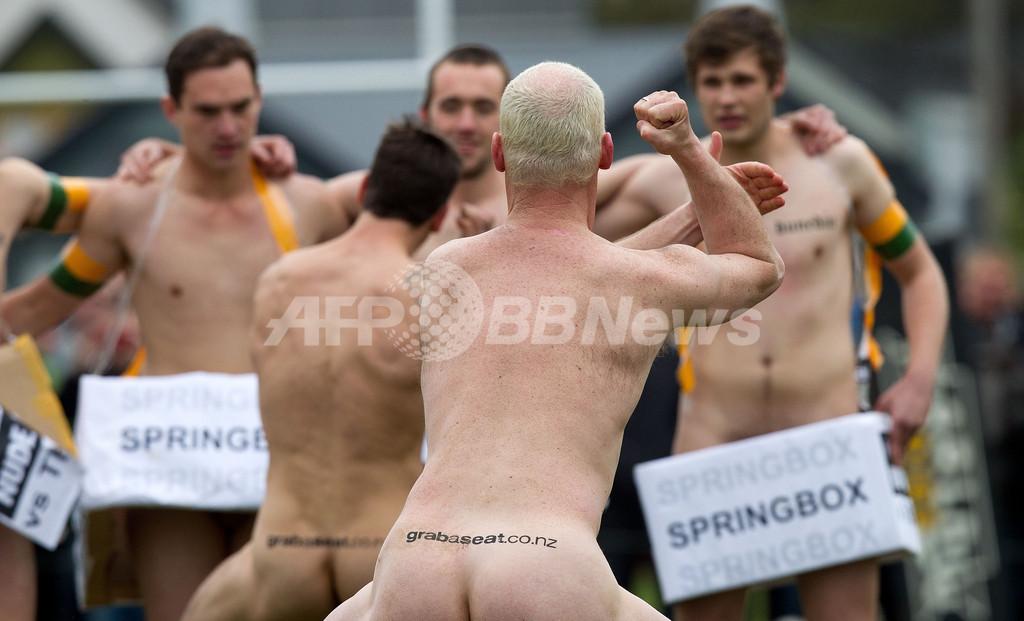生身の肉体がぶつかり合うニュージーランドの裸ラグビー