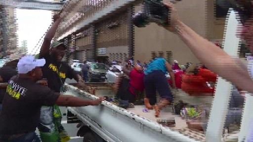 動画:南ア与党ANC、抗議活動行う大統領支持派の団体と衝突