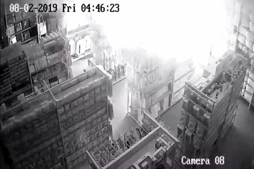 タイ首都、商業施設で起きた爆発の瞬間と容疑者を店内カメラが捉える