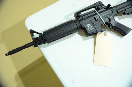米警察官が13歳少年を射殺、モデルガンを本物と誤認
