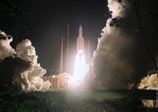 アリアン5、打ち上げ成功