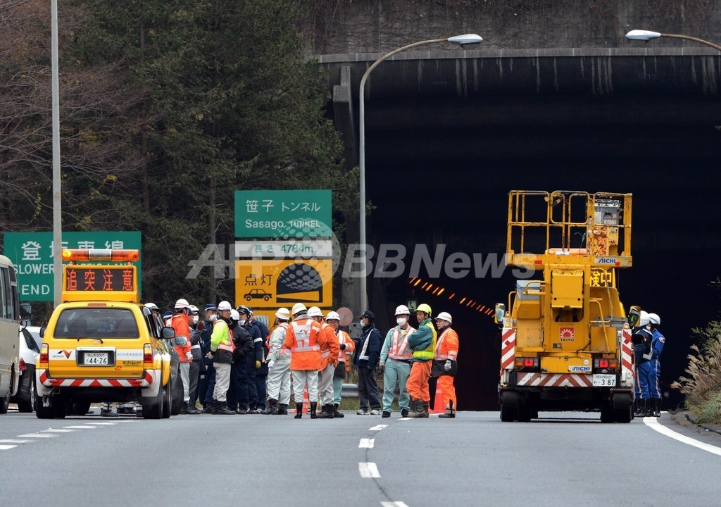山梨・中央道でトンネル崩落事故、7人が不明