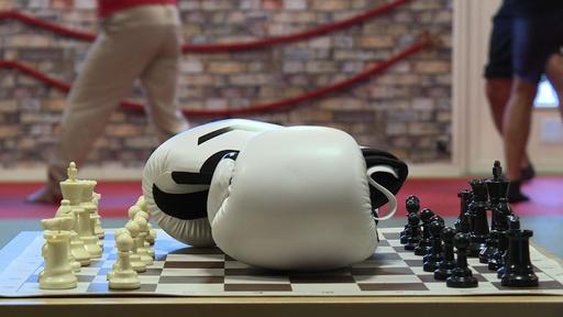 動画:知性と体力で勝負 「チェスボクシング」 仏