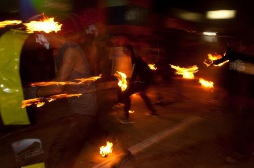 火の玉で噴火被害を追悼、エルサルバドルの祭り「ラ・レクエルダ」