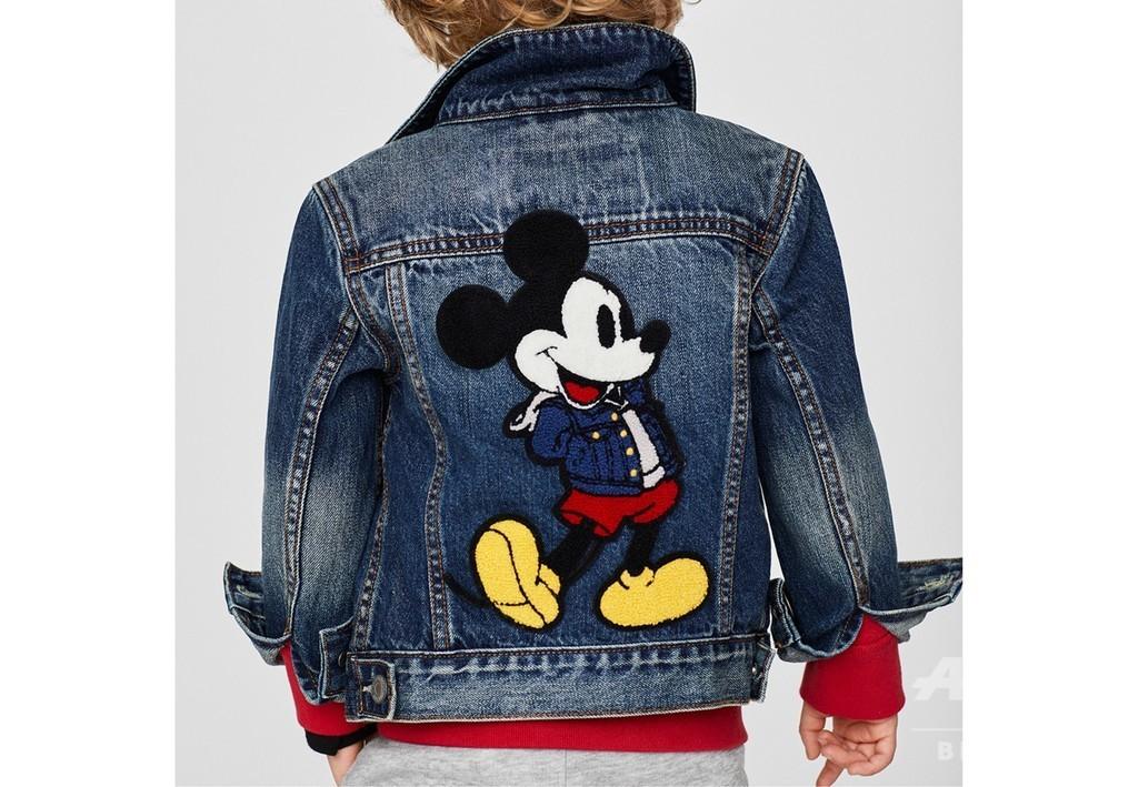 デニムジャケットを着たミッキーマウス、「ギャップ」ディズニーコラボ
