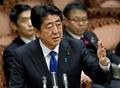 北がミサイル発射、3発は日本のEEZに 首相「新たな段階の脅威」
