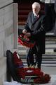 英女王、戦没者追悼式典で初めて献花役を譲る 公務縮小で