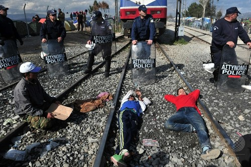 「経済移民は欧州に来るな」、EU大統領が警告
