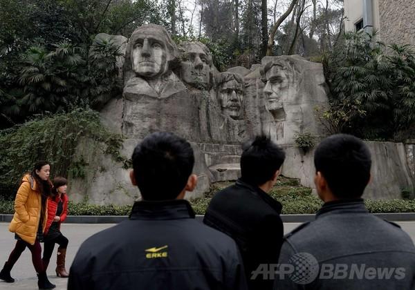 相次ぐ「コピー建築」に疑問の声、中国