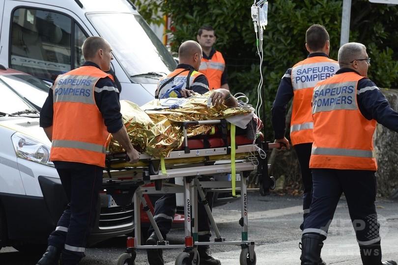 バスと大型トラックが正面衝突、43人死亡 仏南西部