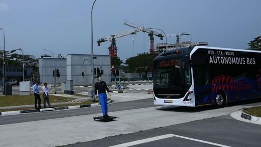 動画:ボルボとシンガポールの大学、自動運転バスを開発 試験運行へ