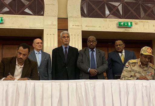 スーダン軍事評議会とデモ隊が権限分割で合意、民政移管に道