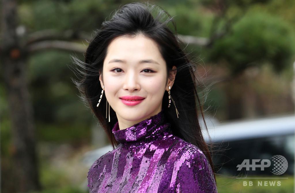 韓国女性アイドルのソルリさん死去、ファンや芸能人らが追悼