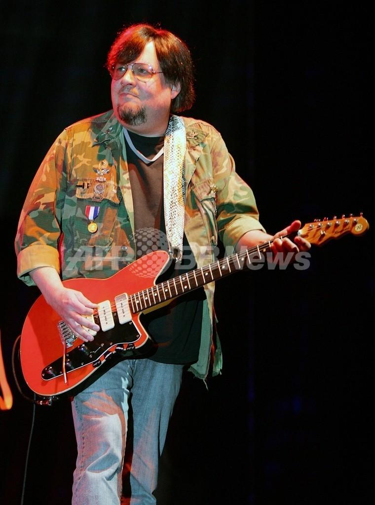 イギー・ポップ率いる「ザ・ストゥージズ」のギタリストR・アシュトンが死亡