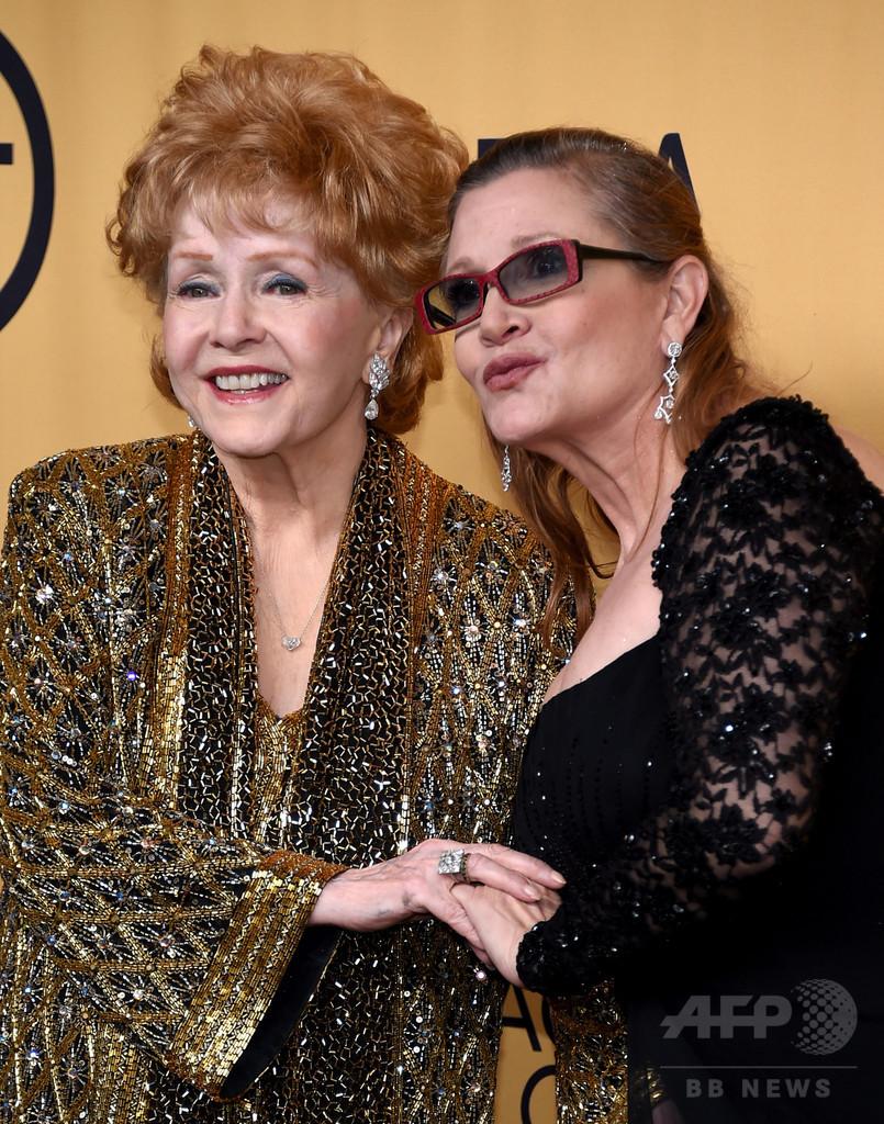 米女優デビー・レイノルズさん死去 急逝したフィッシャーさんの母