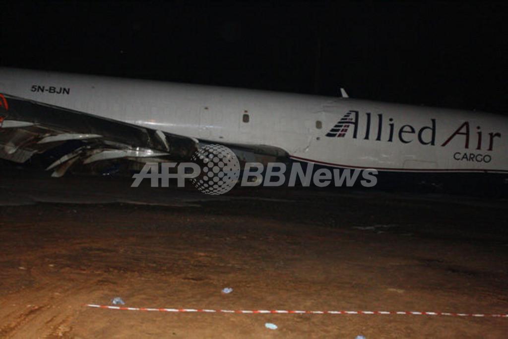ガーナで貨物機がオーバーラン、バスに衝突 10人死亡