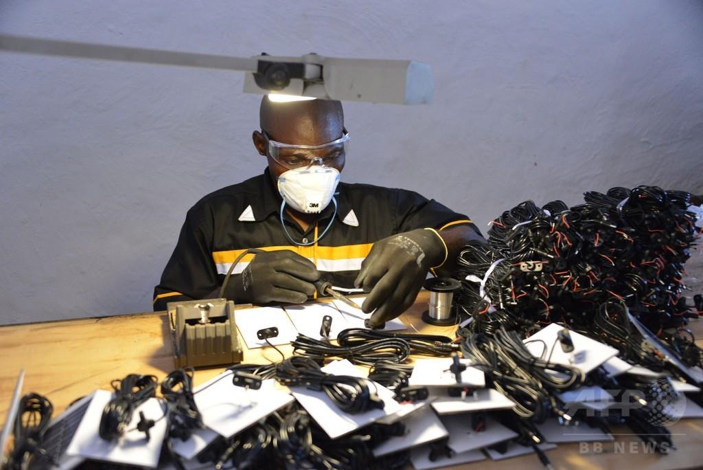 ブルキナファソでソーラーランプ工場が操業開始