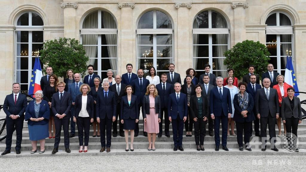 フランスのフィリップ内閣総辞職 大統領府発表