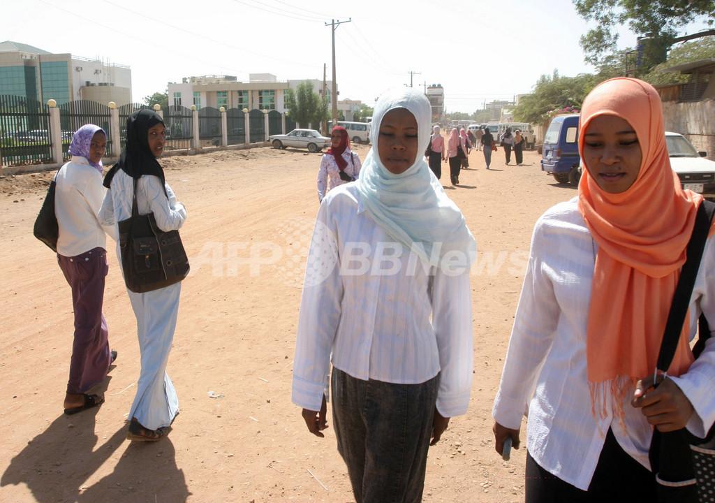 テディベアに「ムハンマド」、英国人教師に禁固15日と国外追放