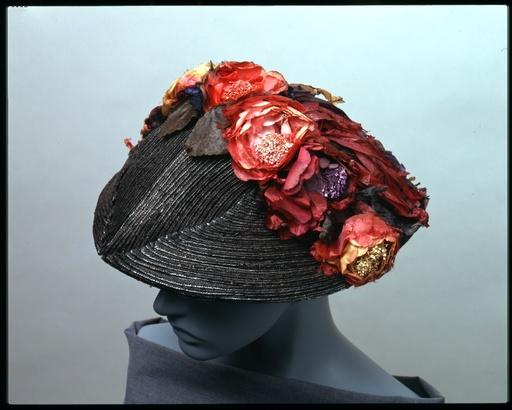 「神戸ファッション美術館」夏休み特別企画「Flowers モードに咲く花」開催